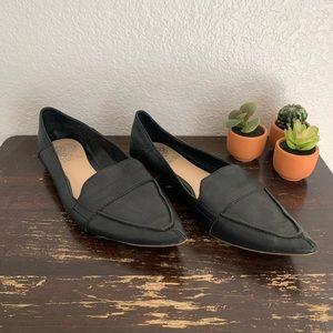 "Vince Camuto | ""Maita"" black leather pointed toe 9"